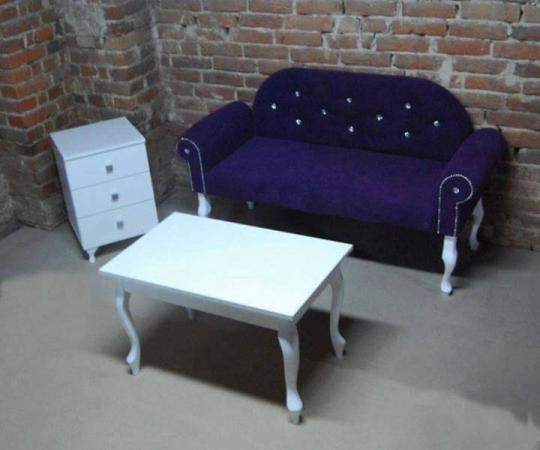 sofa i stolik