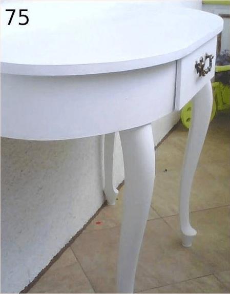 biały stolik