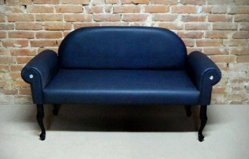 granatowa sofa
